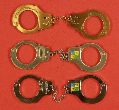Handcuffs_3